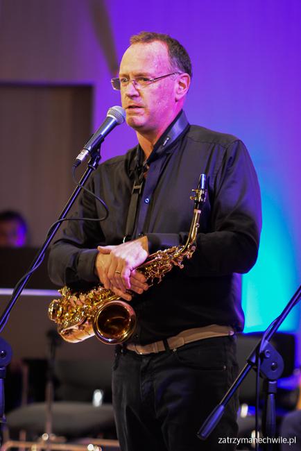 muzyk saksofon